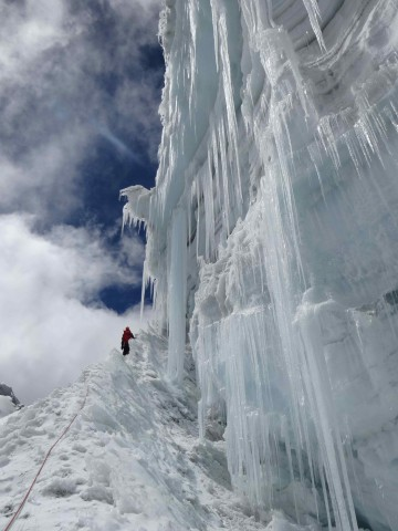 Huge, icy serac at the summit of Chopiraju Oueste.