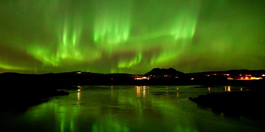 Northern Lights in Iceland shot with 24mm F1.4 camera, Photo: Steve Collins