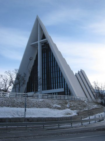 The Arctic Cathedral, Tromsø. Photo by: Bernt Rostad, CC BY 2.0
